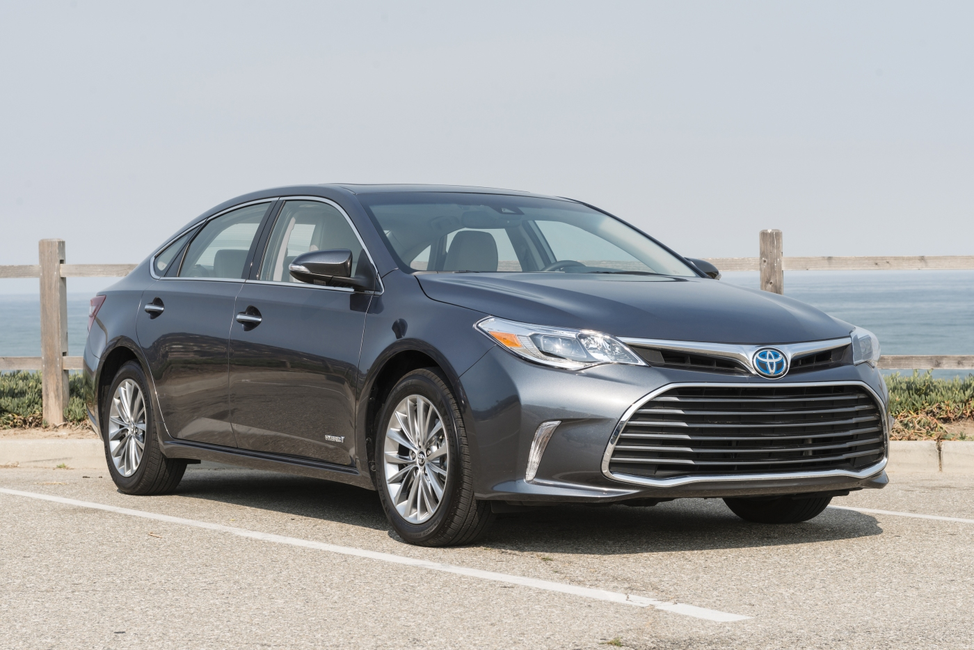 2016 toyota avalon limited hybrid a driveways review. Black Bedroom Furniture Sets. Home Design Ideas