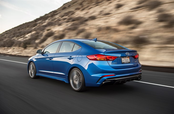 2017 hyundai elantra sport a driveways review the review garage. Black Bedroom Furniture Sets. Home Design Ideas