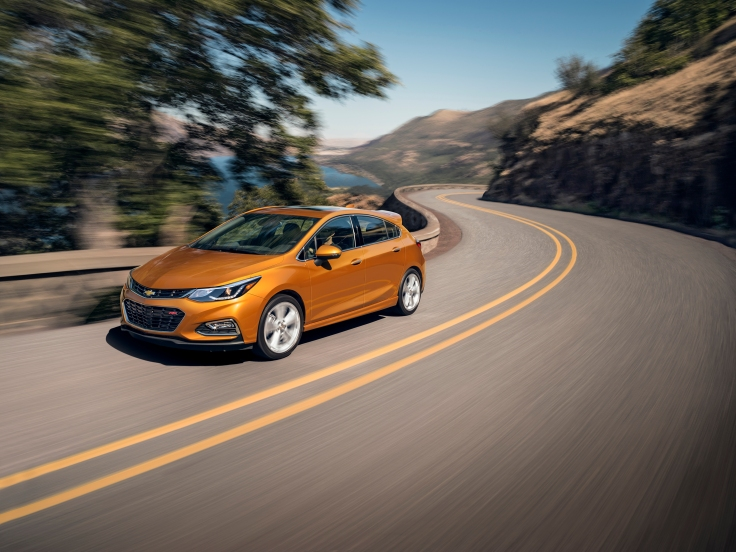 The first ever Cruze Hatch blends sporty design with the versati