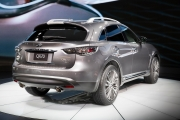 At the 2016 NYIAS, Infiniti unveiled the new 2017 Infiniti QX70 Limited, a specially equipped version of the iconic QX70 performance crossover.