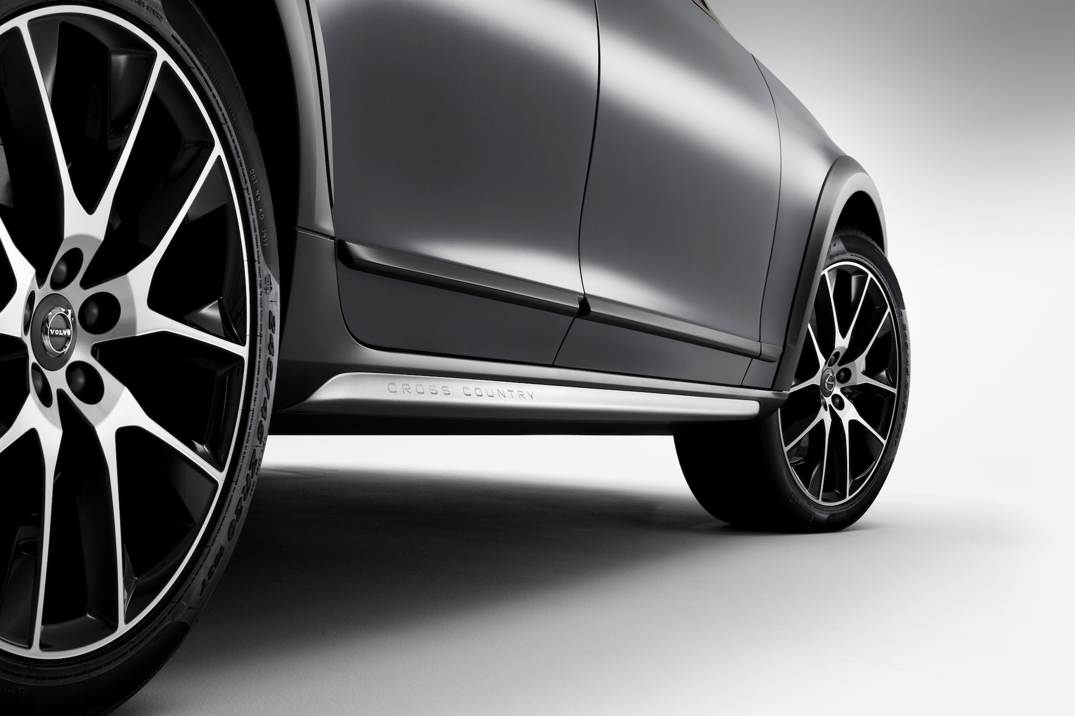 New Volvo V90 Cross Country Studio detail
