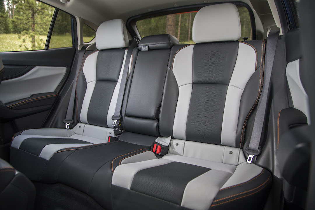 18MY_Crosstrek_Lmtd-2tone_rear_seat