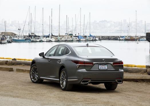 2018_Lexus_LS500_004_FFCB54978C1DE1DA0AA89DE200444E7CFFF90C94_low