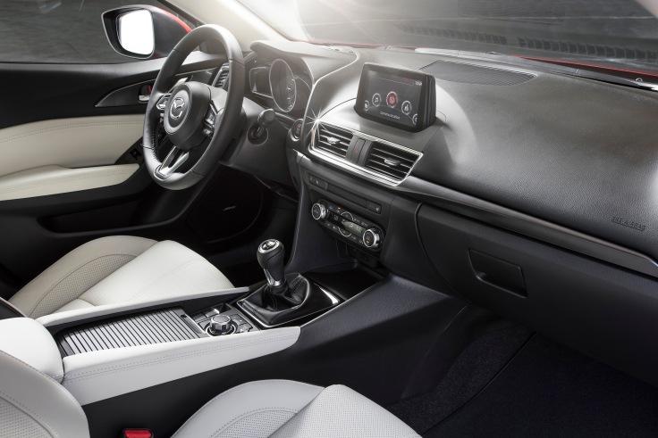 2017_Mazda3_27.jpg