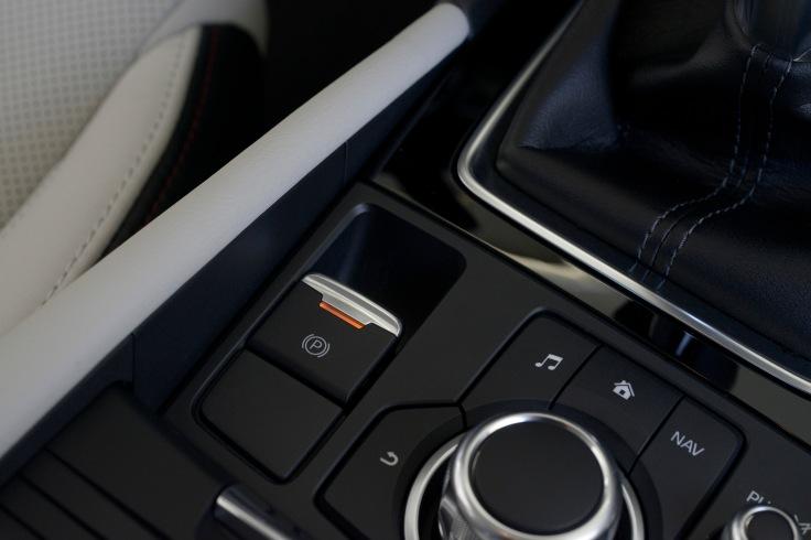 2017_Mazda3_36