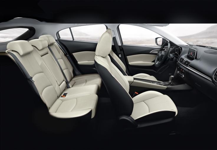 2017_Mazda3_51