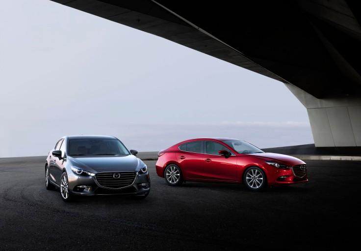 2017_Mazda3_exterior_005