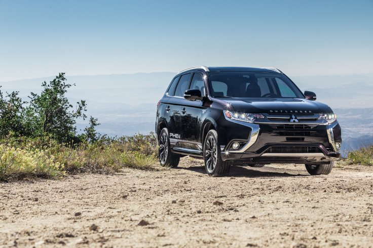2018 Outlander PHEV Named New England Motor Press Association's