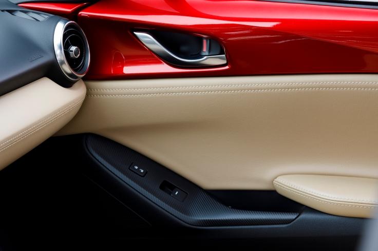 2017-Mazda-MX-5-Miata-RF-20