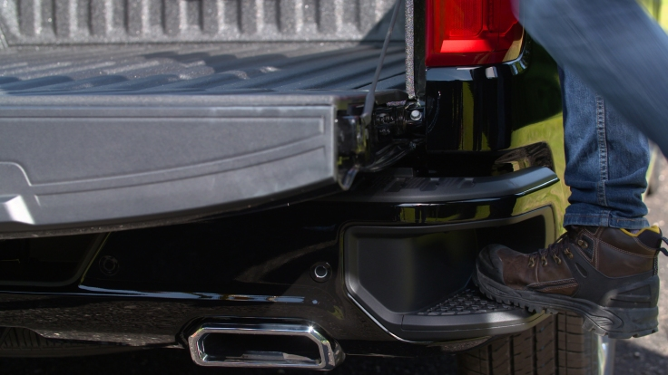 The Durabed truck bed, standard on all 2019 Silverado 1500 models, includes larger cutouts in the GM-exclusive CornerStep bumpers to better accommodate steel-toed boots.