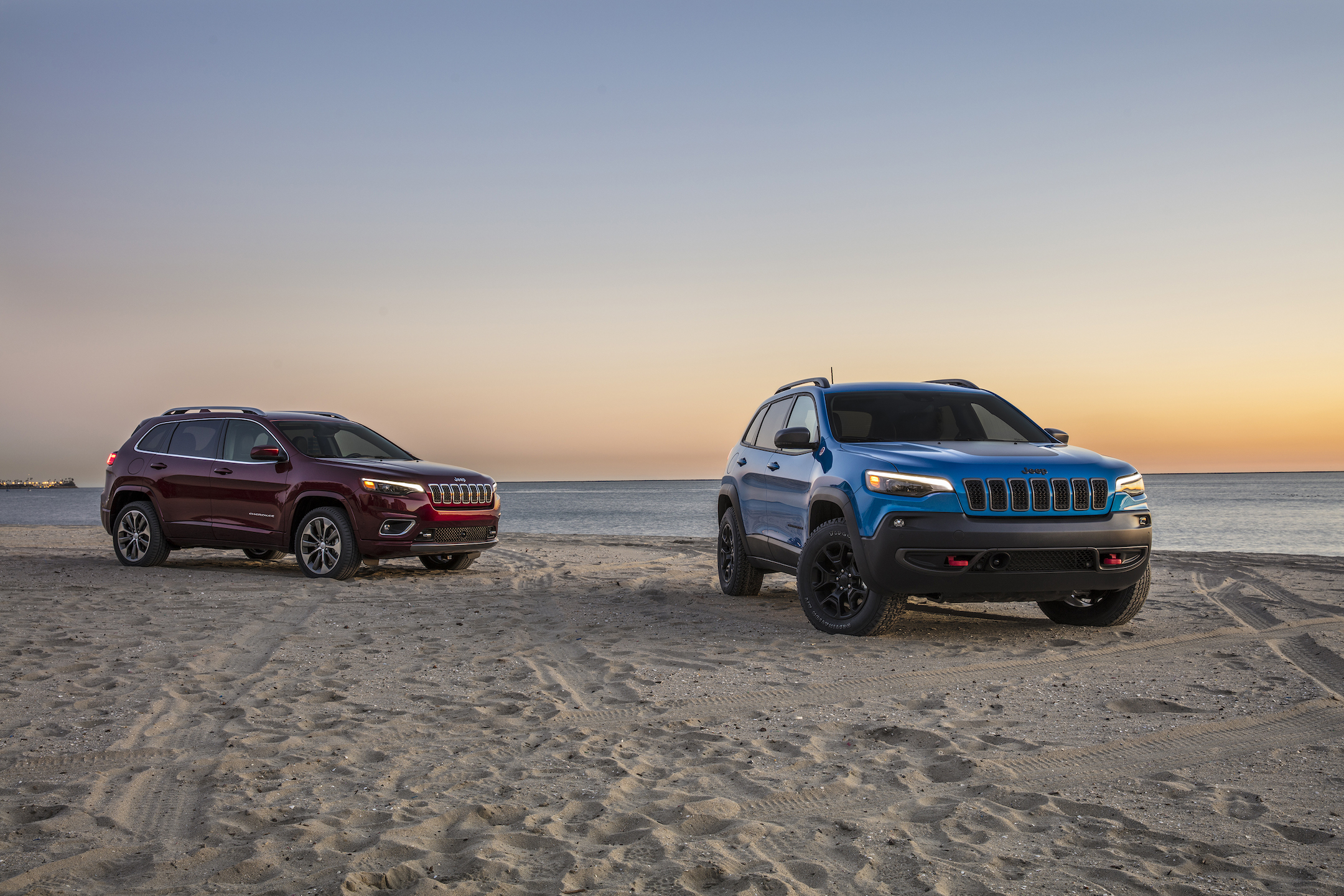2019 Jeep® Cherokee Overland and Cherokee Trailhawk