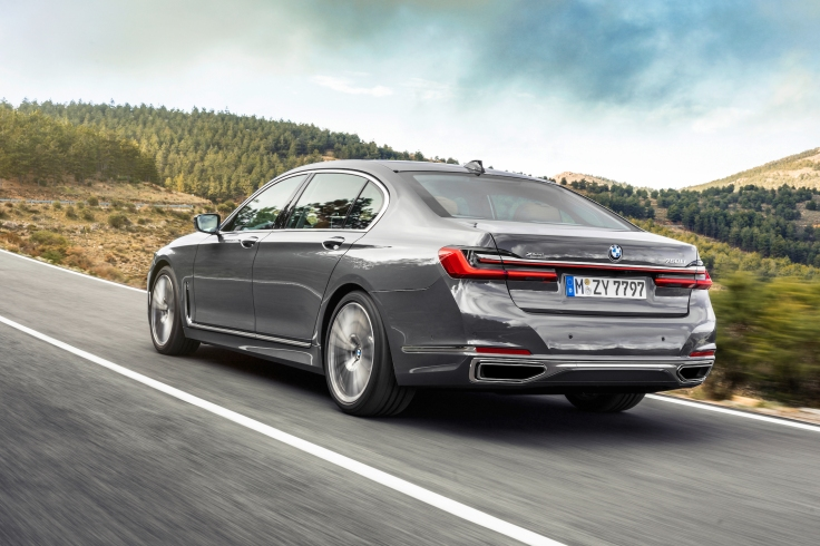 P90333062_highRes_the-new-bmw-7-series