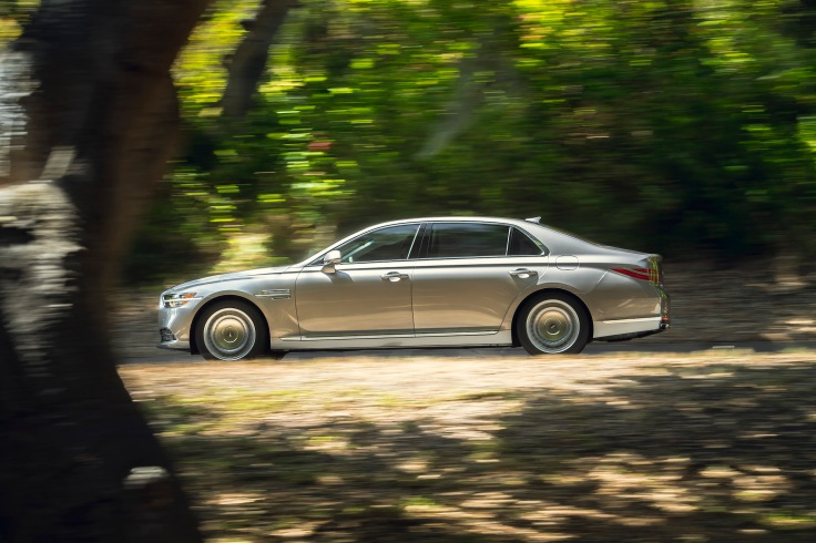 Genesis G90  Photo: James Lipman