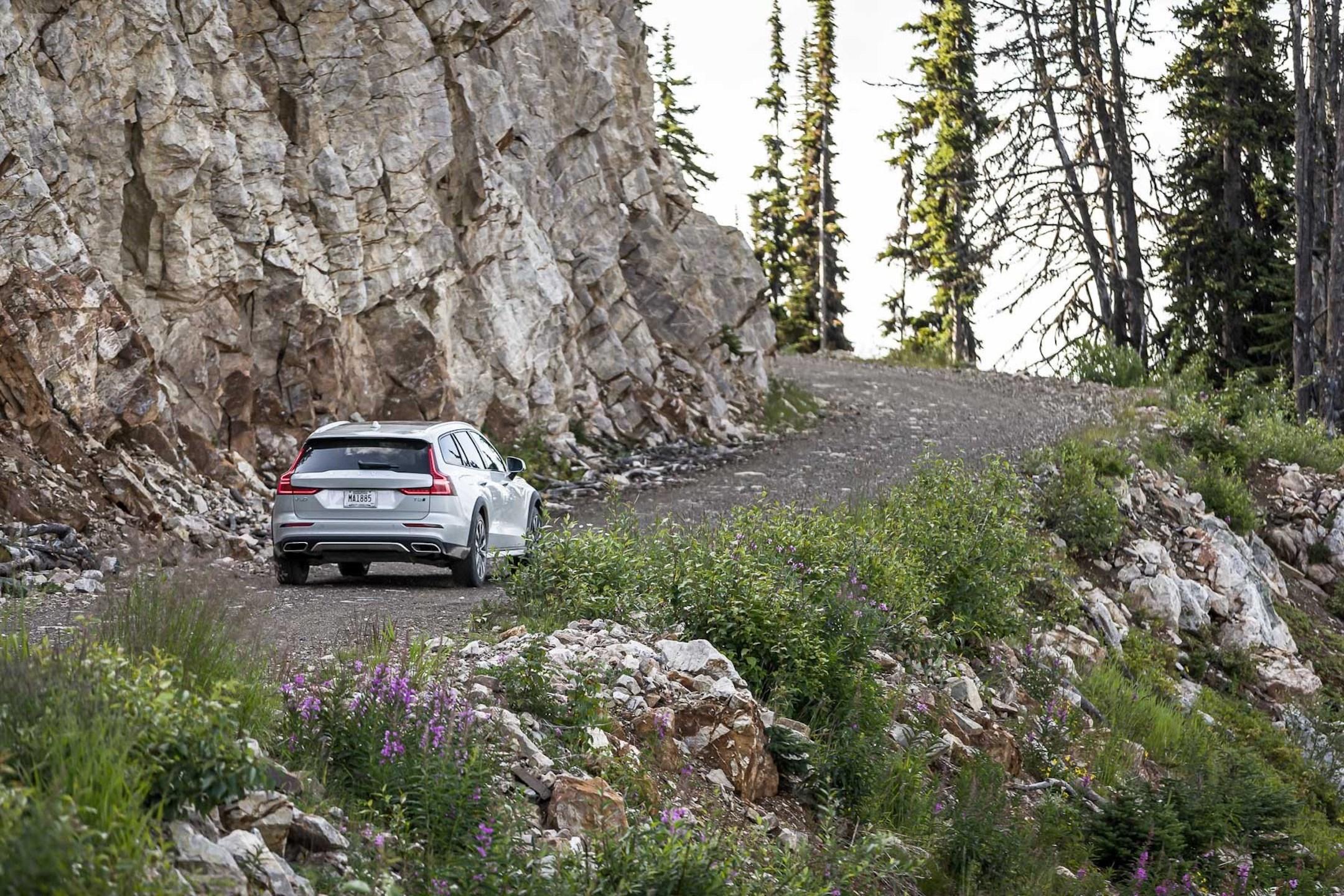 2020 Volvo V60 Cross Country - Banff
